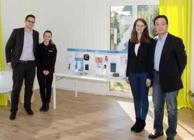 Brandneu: Das Smarthome-System von Panasonic – präsentiert von Europachef Jake Hirose (rechts).